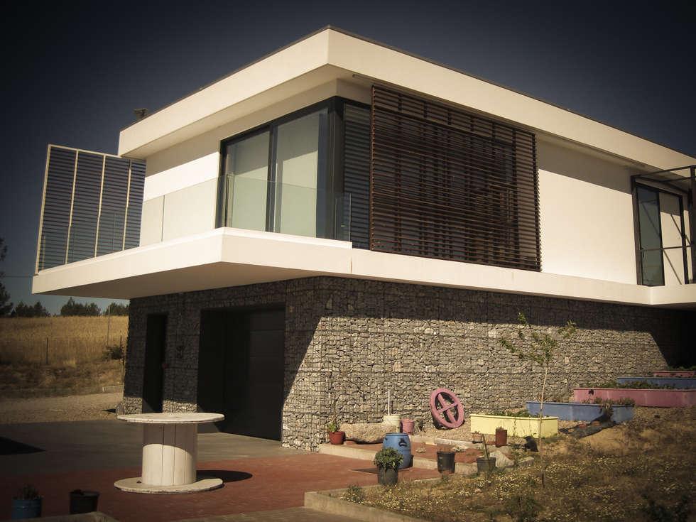 Habitação - Trancoso 3: Casas modernas por ARKIVO