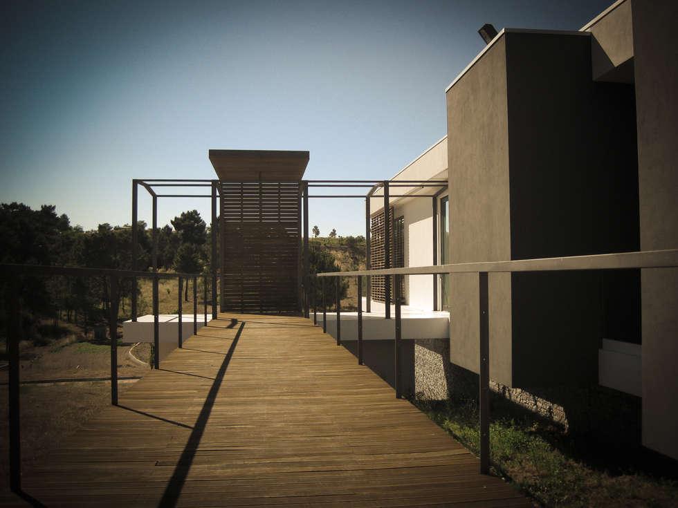 Habitação - Trancoso 10: Casas modernas por ARKIVO