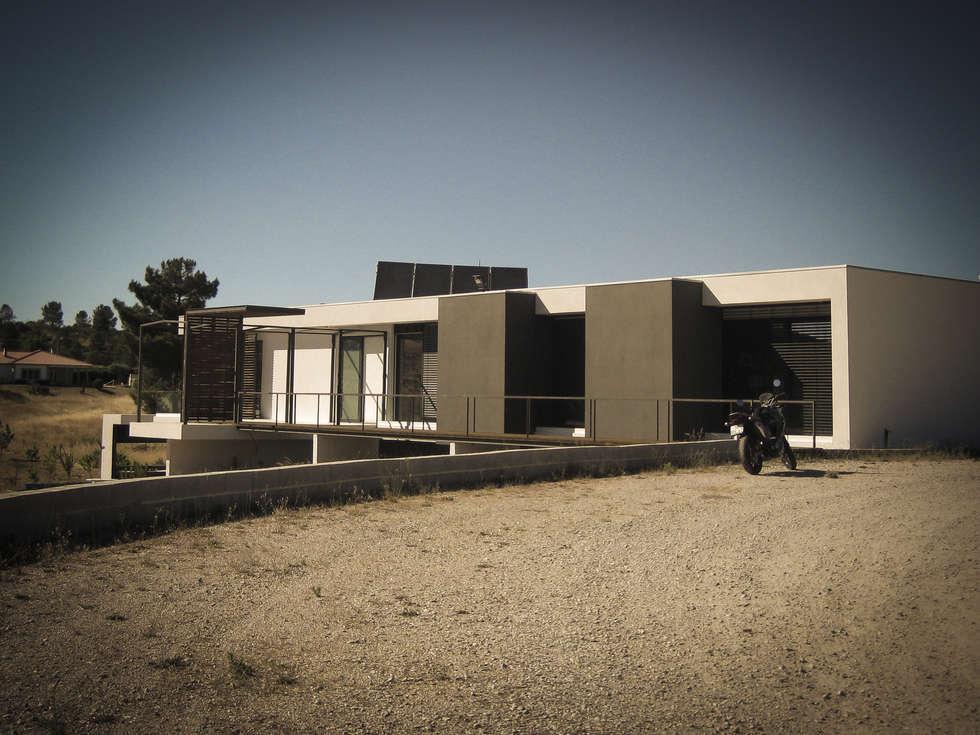 Habitação - Trancoso 8: Casas modernas por ARKIVO