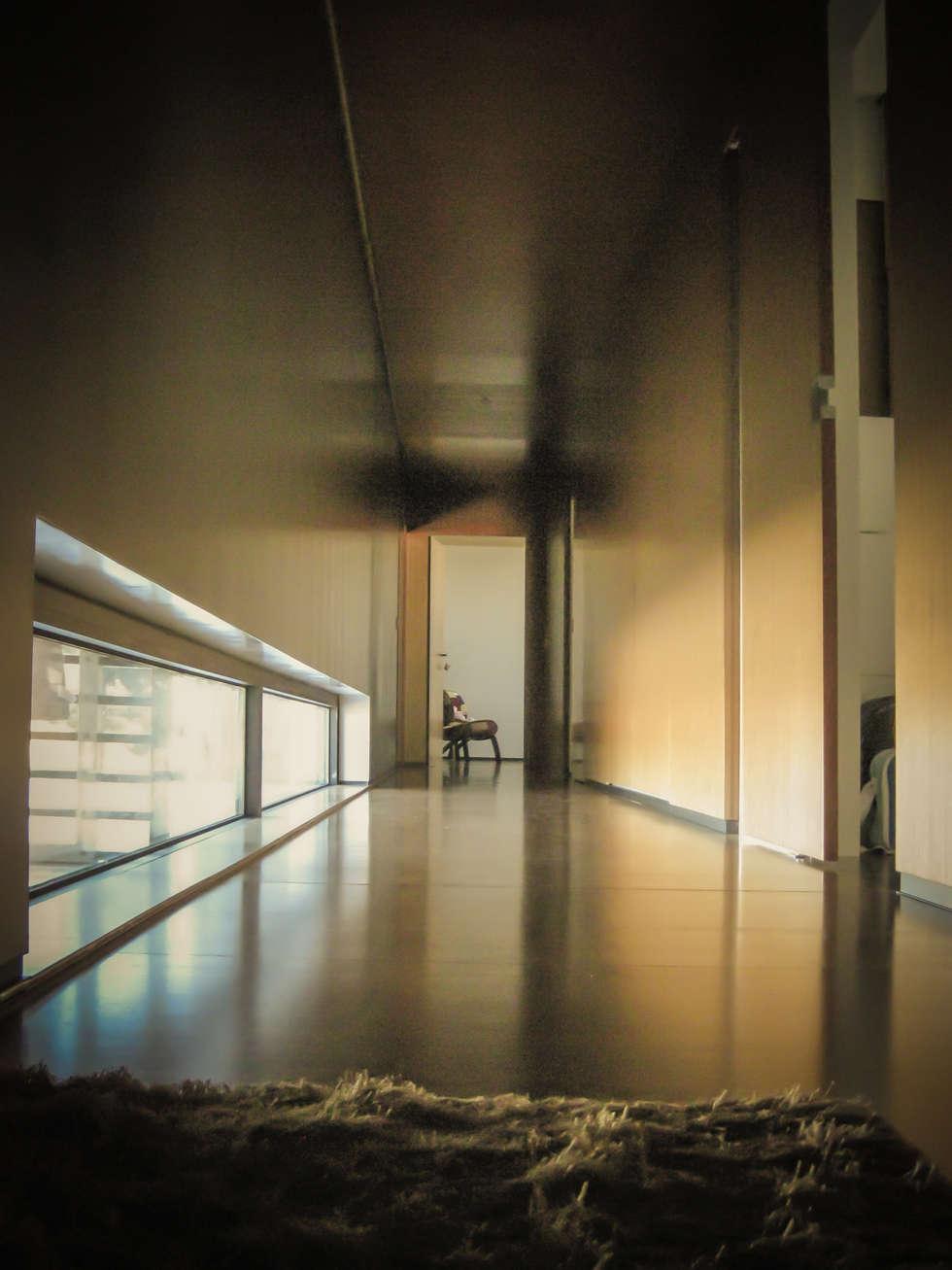 Habitação - Trancoso 15: Corredores e halls de entrada  por ARKIVO
