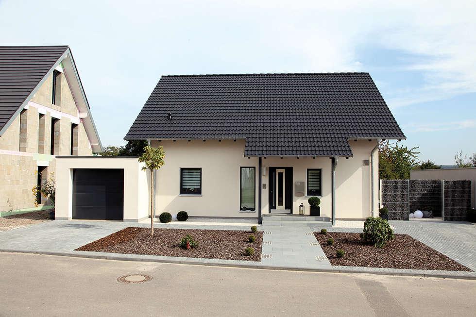 Casas prefabricadas de estilo  por FingerHaus GmbH