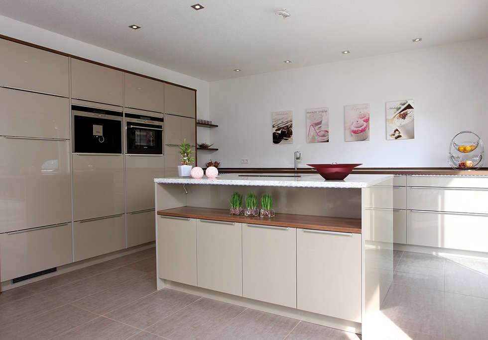 Fingerhaus küche  Moderne Küche Bilder: VIO 302 - Wellness Starter-Haus | homify