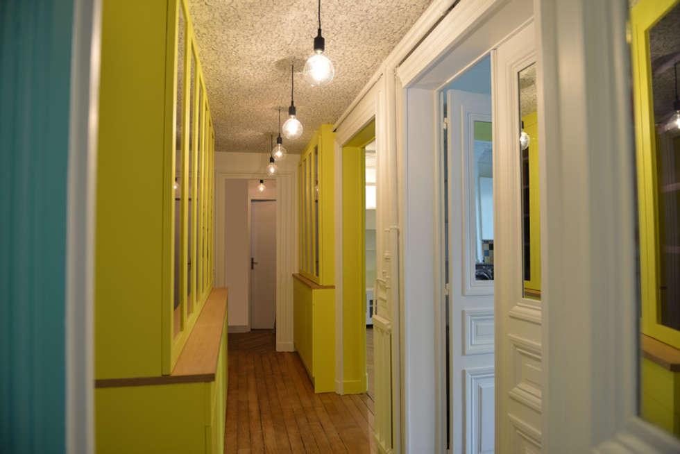 couloir: Couloir et hall d'entrée de style  par Claire Dargaud - roulez jeunesse