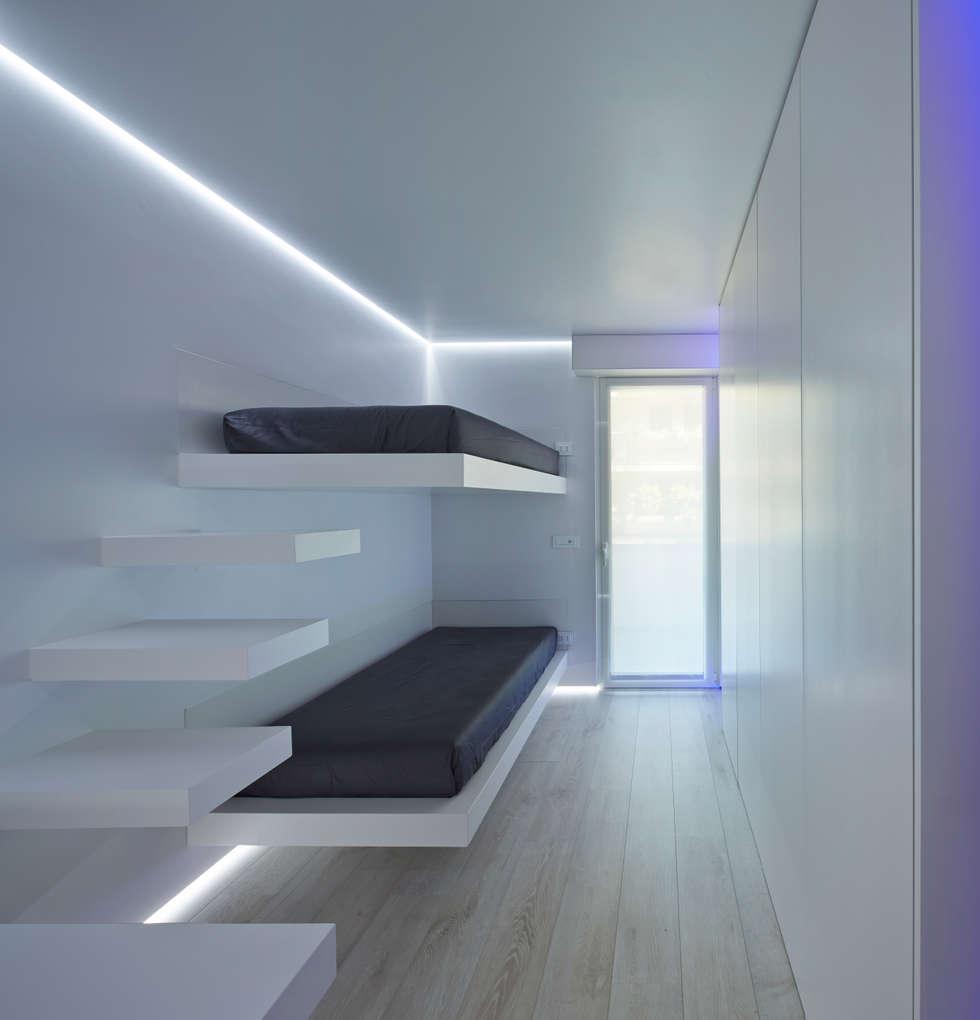 letti a castello: Camera da letto in stile in stile Minimalista di Giemmecontract srl.