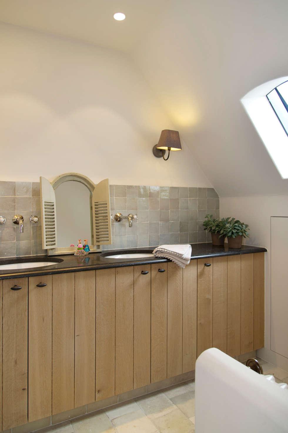 Modern landelijke badkamers: landelijke badkamer door taps&baths ...