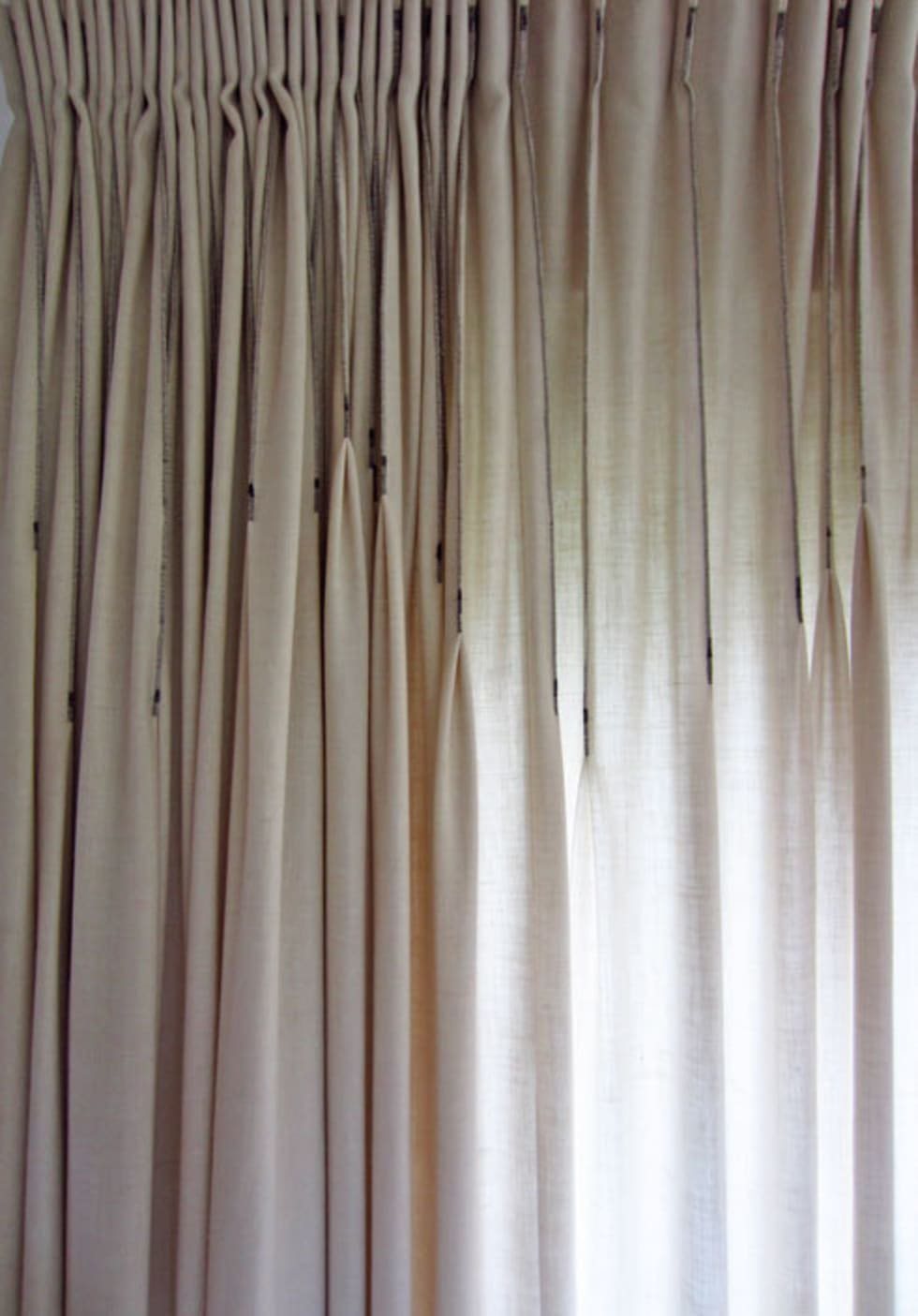 plooi de plooi\' gordijn by kimik design: eclectische woonkamer door ...