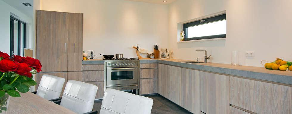 Kookgedeelte: moderne Keuken door Building Design Architectuur