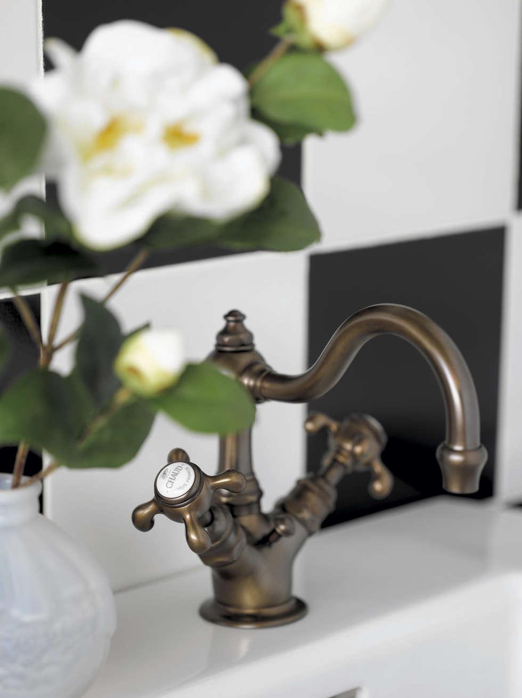 Mélangeur lavabo monotrou avec vidage automatique: Salle de bains de style  par HORUS