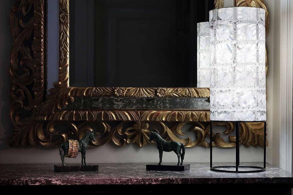 lampe à poser: Chambre de style de style Moderne par touchoflight