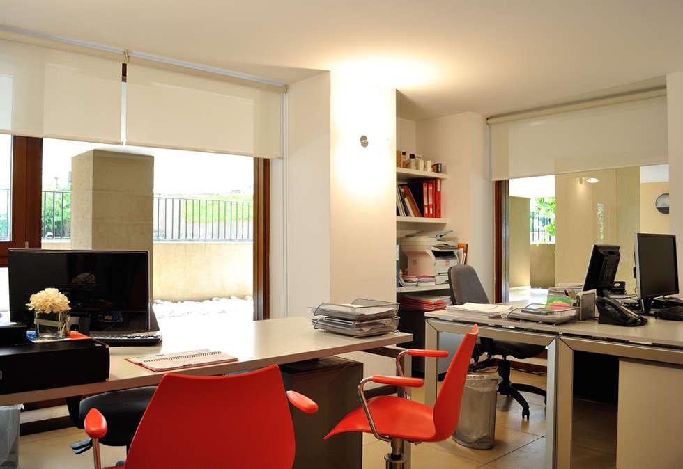 Sala 1: Complessi per uffici in stile  di Valtorta srl