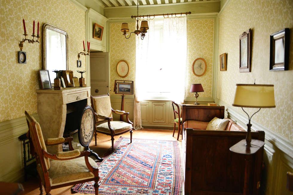 Une maison de maître dans l'Ain: Salon de style de style Classique par le songe du miroir photographe