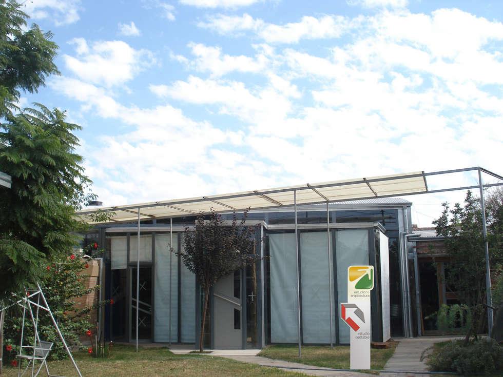 CAJA CORPOREA: Estudios y oficinas de estilo moderno por CRISTINA FORNO