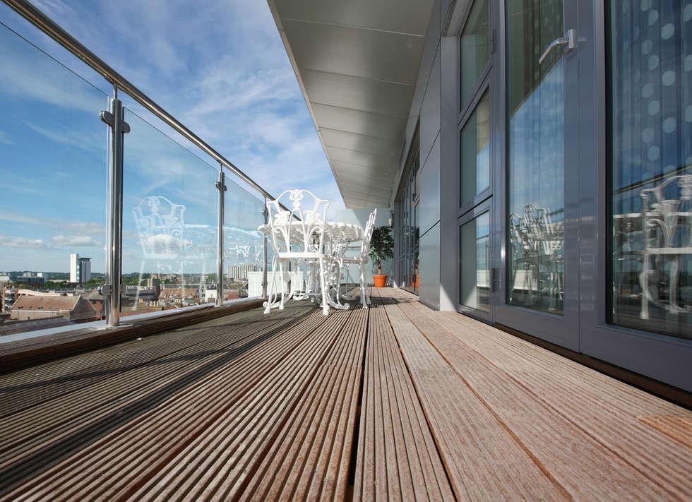 Decking  legno: Terrazza in stile  di Le Verande srls