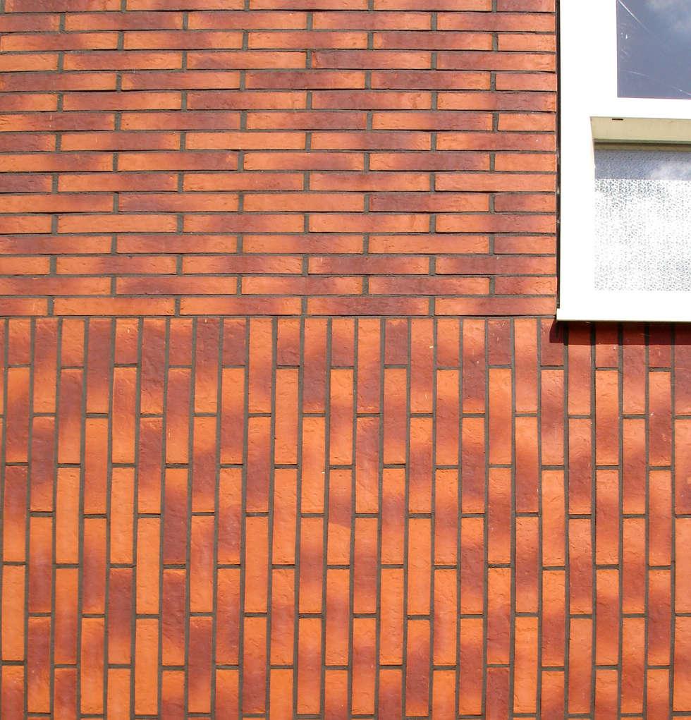 Gevelsteenkeuze opdrachtgever: moderne Huizen door PAA  Pattynama Ahaus Architectuur