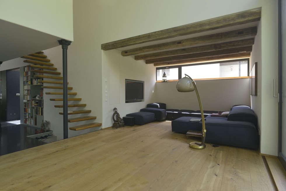 Moderne Wohnzimmer Bilder: Wohnzimmer mit Blick zur Treppe aus ...