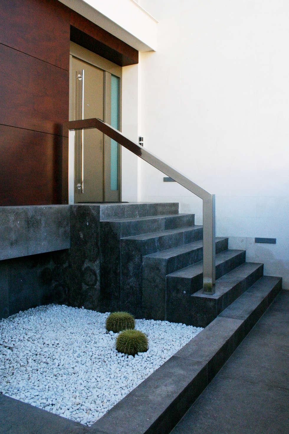 escalera de entrada la pobla chiralt arquitectos pasillos vestbulos y escaleras