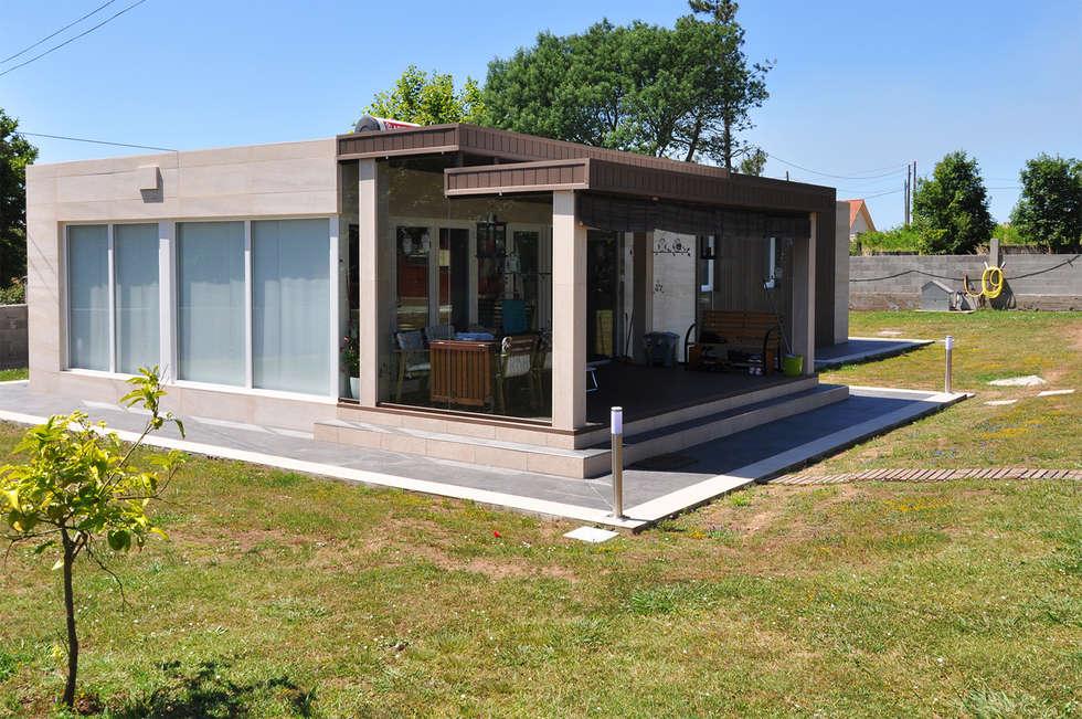 vista trasera de una casa cube de metros cuadrados con porche casas de estilo ue
