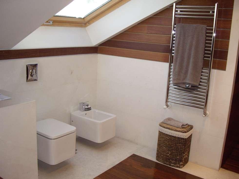 Baños de estilo moderno por DE DIEGO ZUAZO ARQUITECTOS