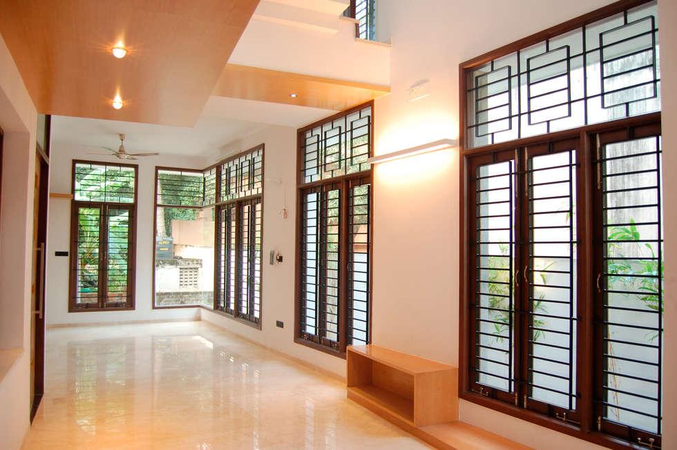 DR.HARIHARAN RESIDENCE:  Windows by Muraliarchitects