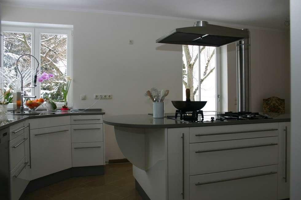 Piano da cucina: Cucina in stile in stile Moderno di Effegieffe s.n.c.