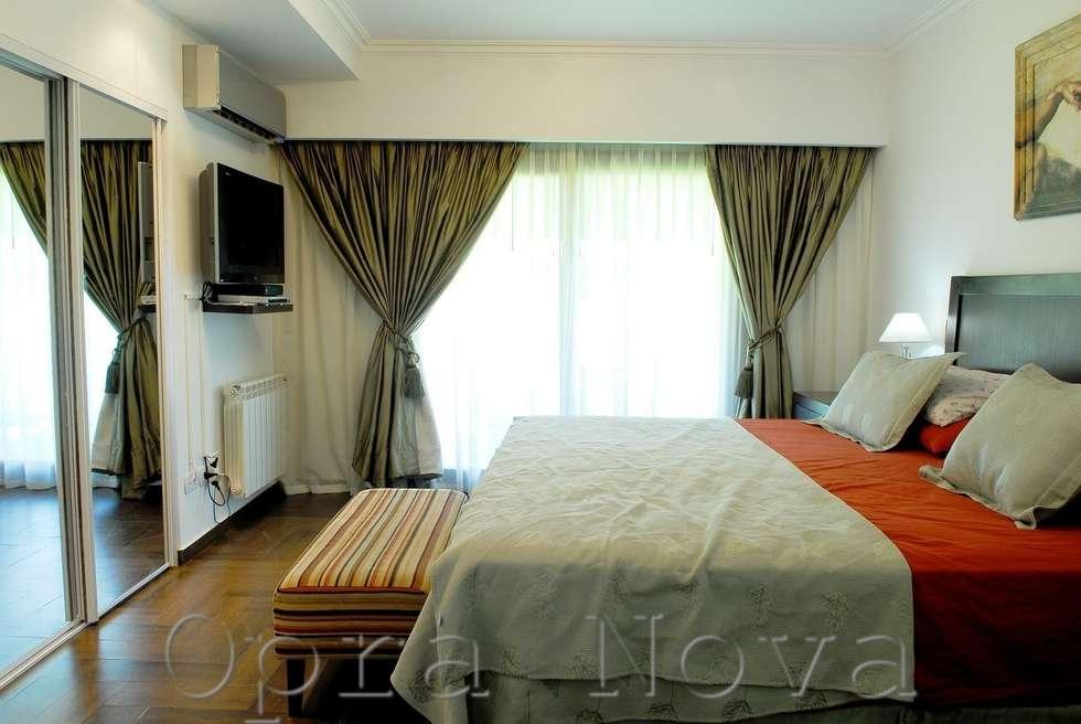 Suite: Dormitorios de estilo moderno por Opra Nova