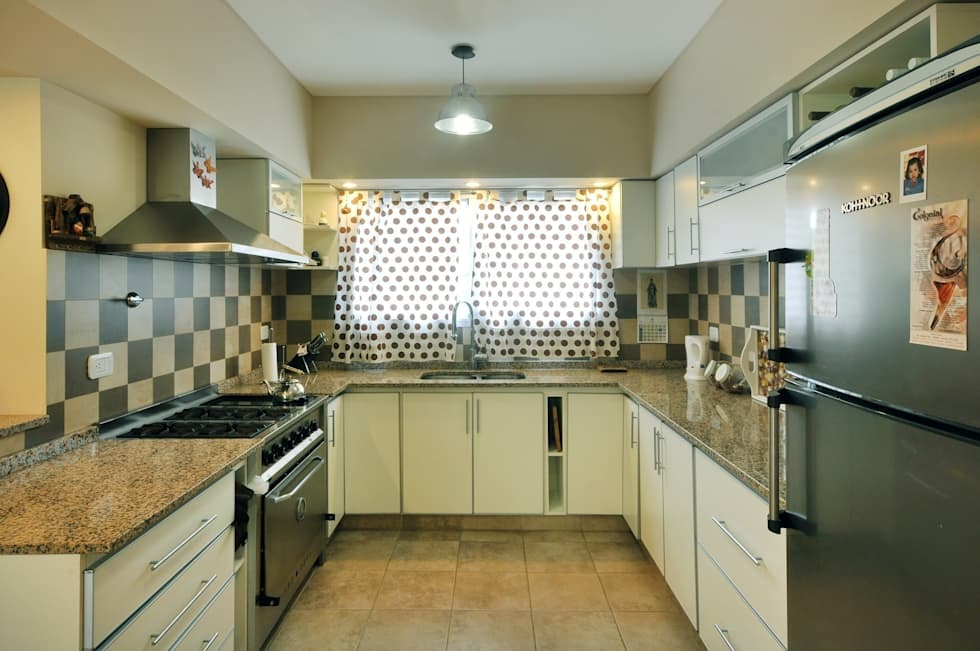 Cocina: Cocinas de estilo clásico por Opra Nova