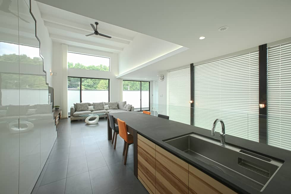 つながるキッチン: TERAJIMA ARCHITECTSが手掛けたキッチンです。
