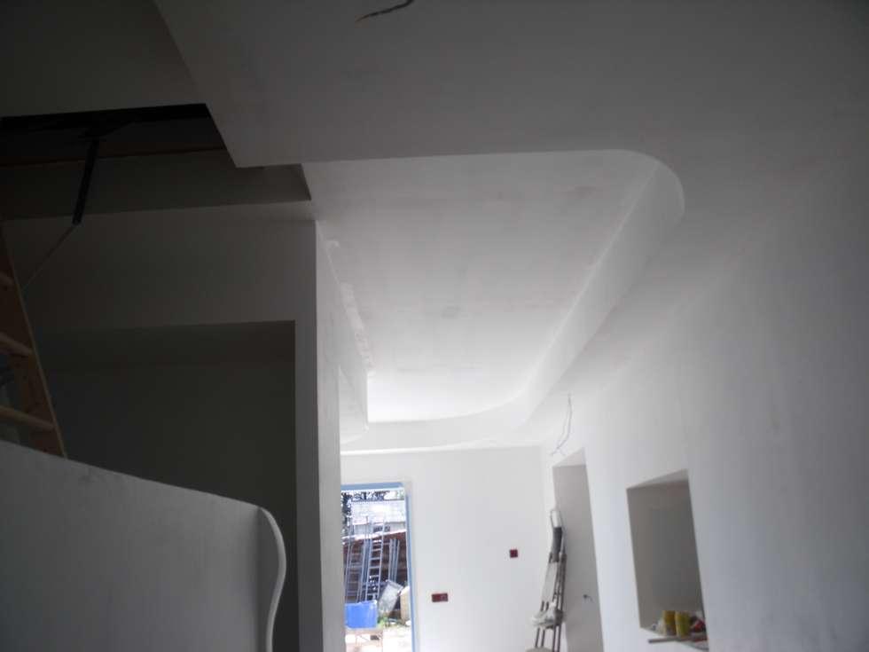 Faux plafonds: Bureau de style de style Moderne par POSITIV'AGENCEMENT