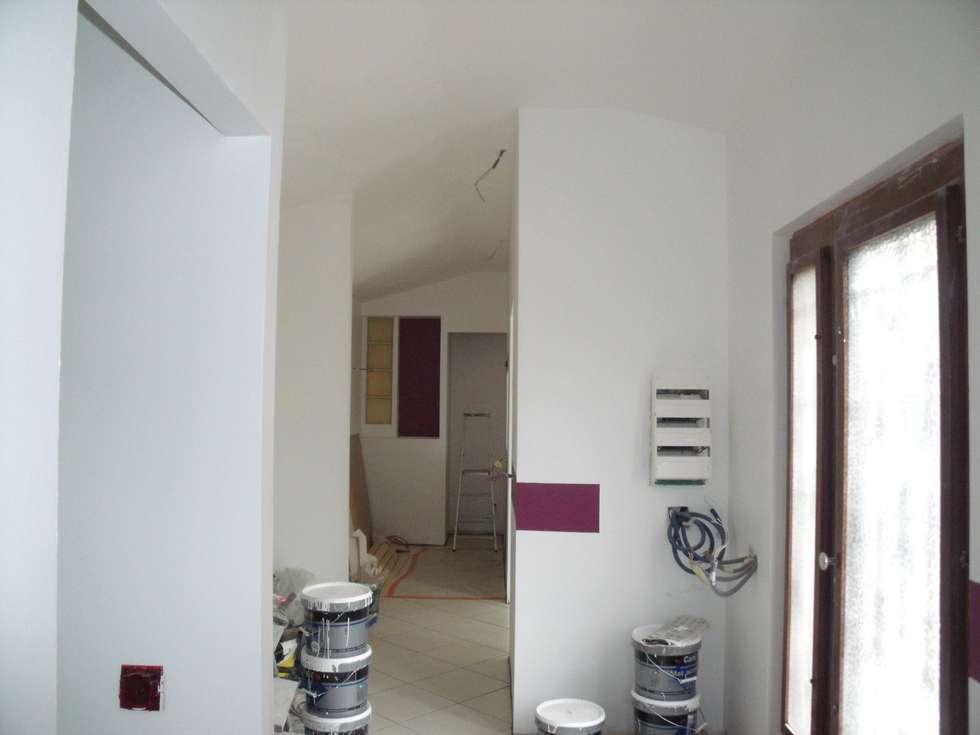 Entrée donnant sur l'espace cuisine : Couloir et hall d'entrée de style  par POSITIV'AGENCEMENT