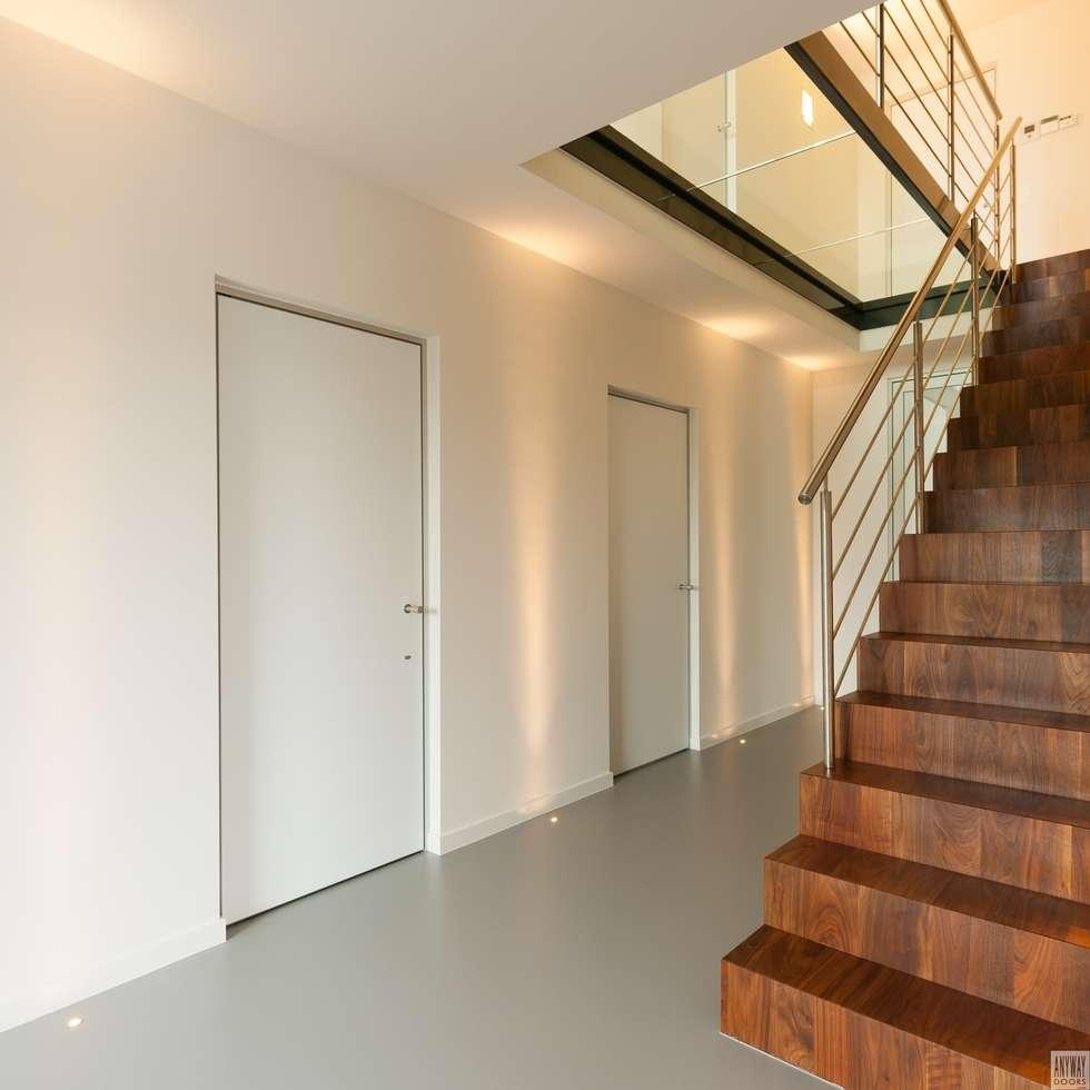 Moderne binnendeuren met een aluminium kozijn:  Binnendeuren door Anyway Doors