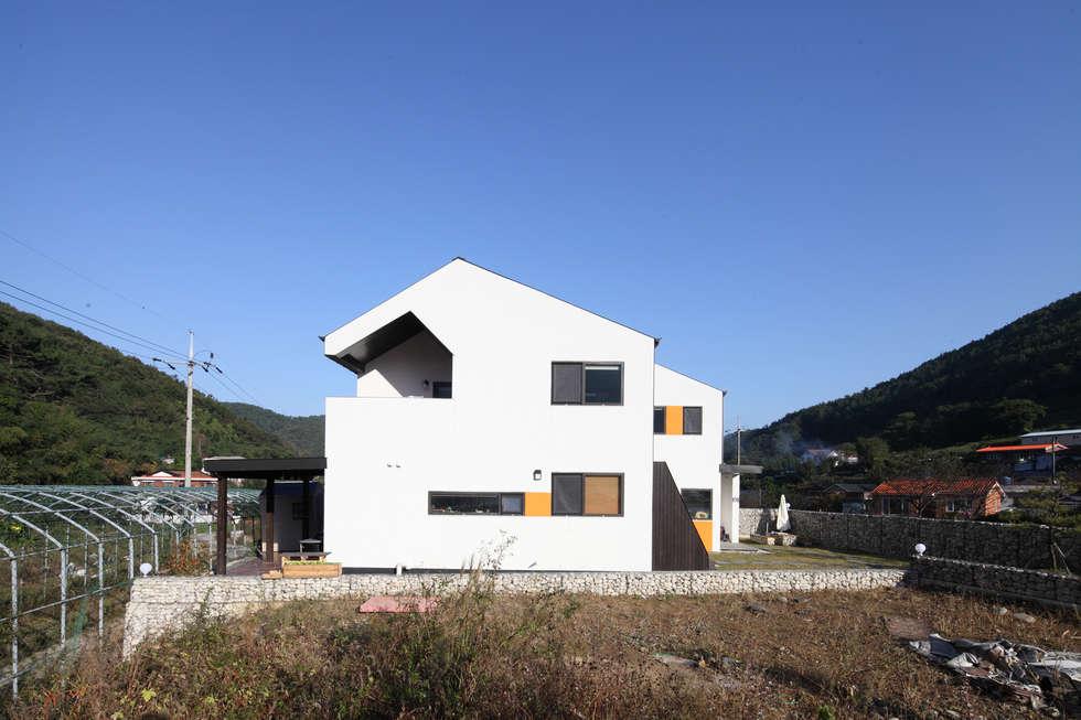 통영주택의 정면샷: 주택설계전문 디자인그룹 홈스타일토토의  주택