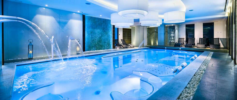 Hotel Ambasciatori: Hotel in stile  di Studio Matteoni