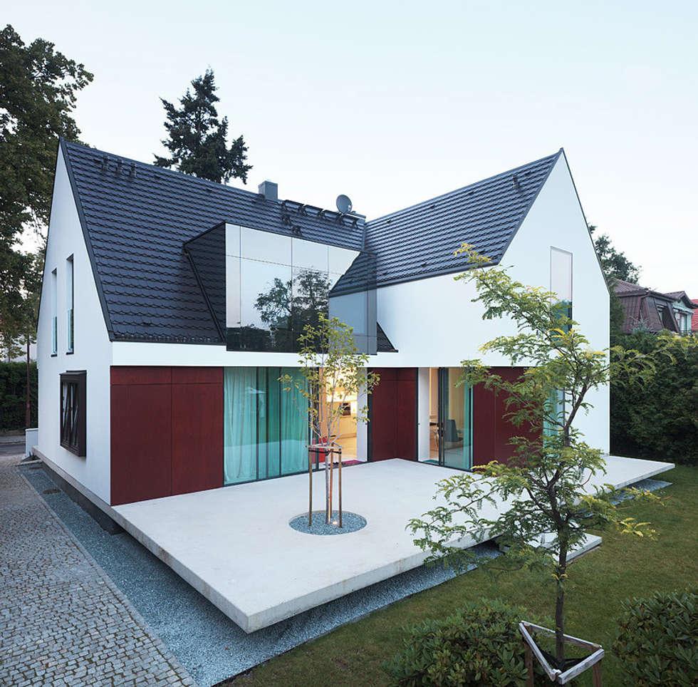 100 % domu: styl nowoczesne, w kategorii Domy zaprojektowany przez KMA Kabarowski MIsiura Architekci