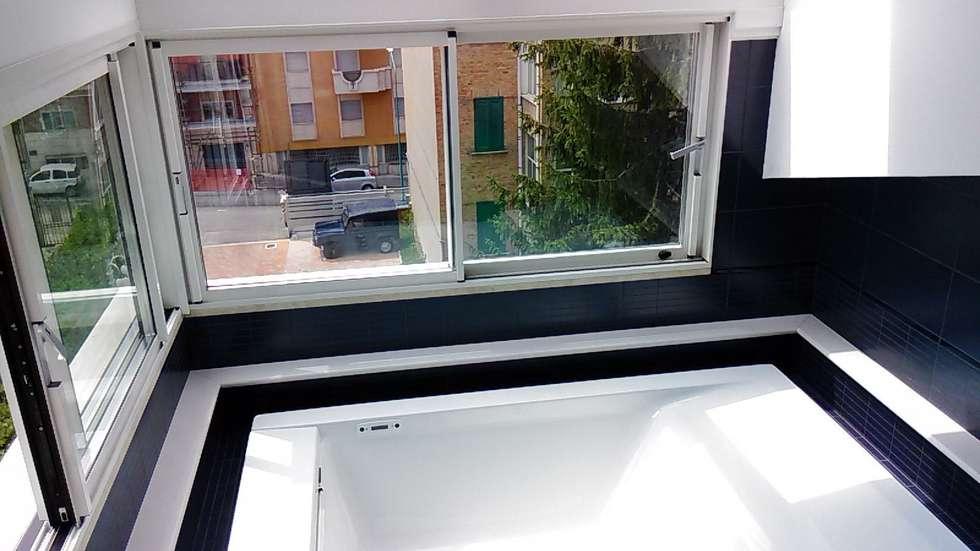 Giardino D'inverno con tetto mobile: Giardino d'inverno in stile in stile Moderno di Le Verande srls