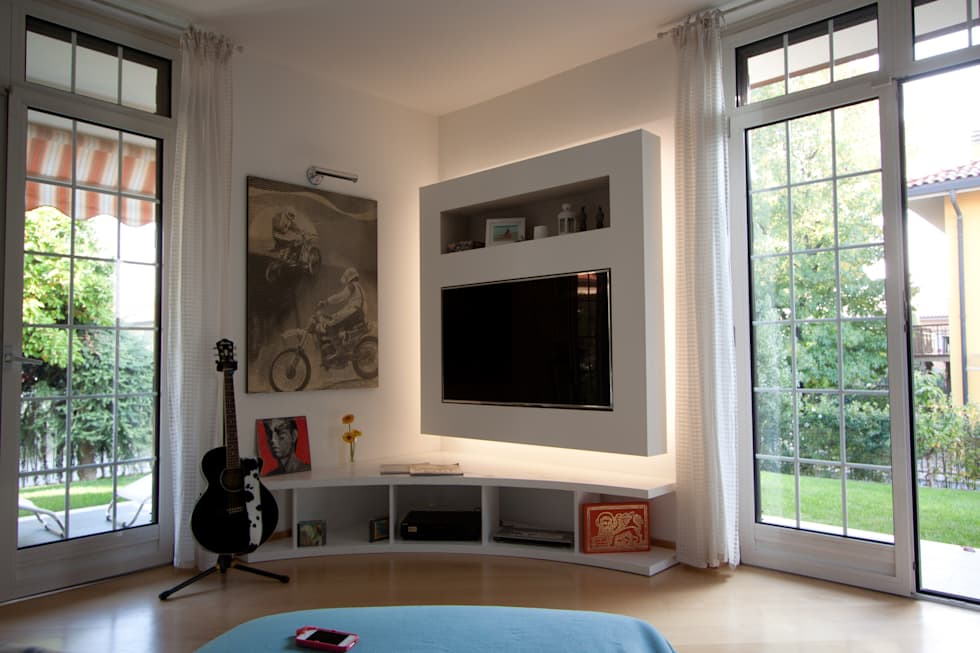 Mobile porta TV: Soggiorno in stile in stile Moderno di Effegieffe s.n.c.