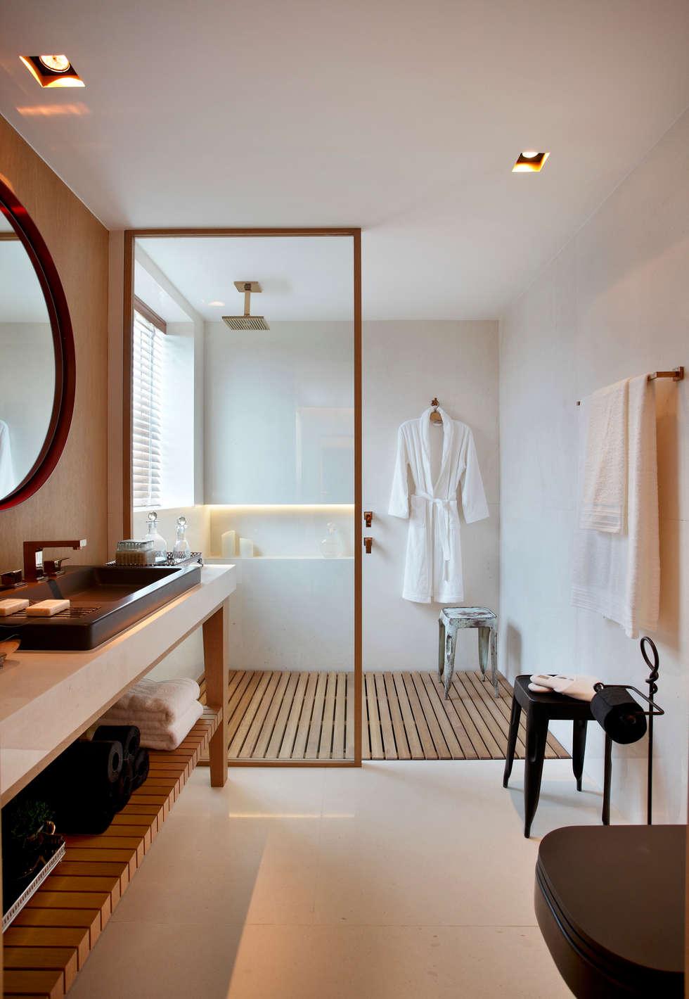 SUÍTE DO EXECUTIVO CASA COR 2013: Banheiros modernos por BC Arquitetos