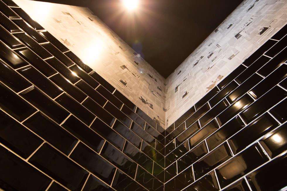 Toilette (WC suspendu): Bars & clubs de style  par Anne Martins Design