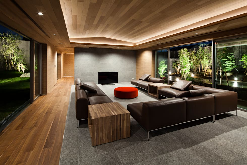 リビングルーム: 依田英和建築設計舎が手掛けたリビングです。