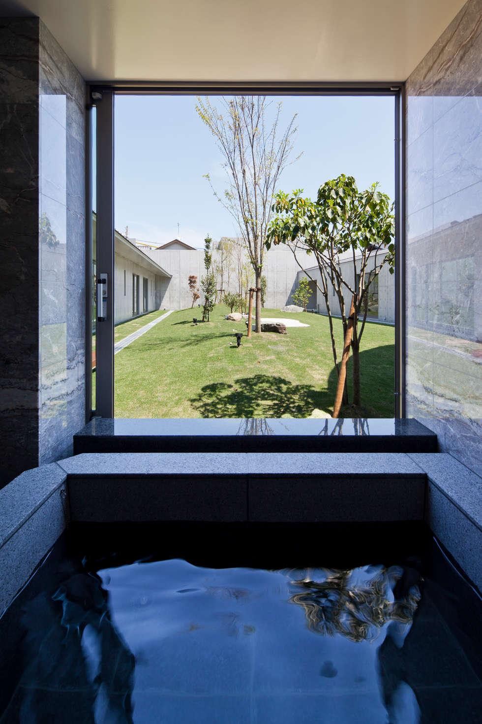 バスルーム: 依田英和建築設計舎が手掛けた浴室です。