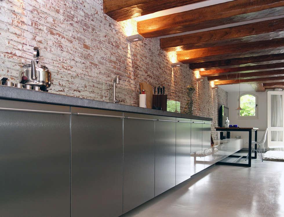 Loft Amsterdam: industriële Keuken door De Ontwerpdivisie