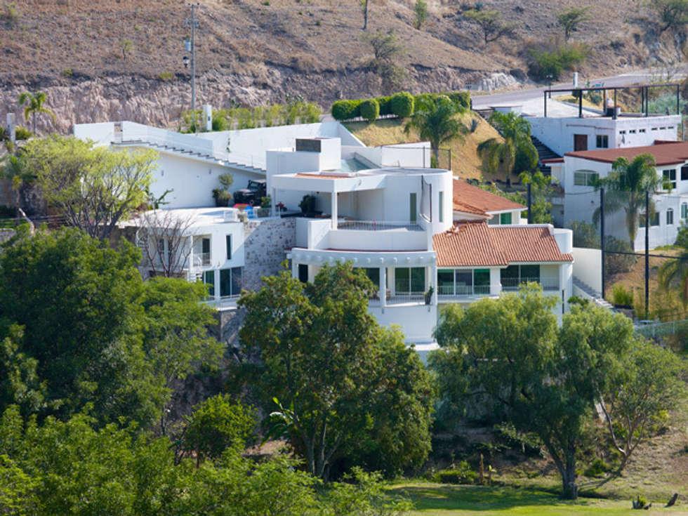 RSIDENCIA LOPEZ: Casas de estilo moderno por Excelencia en Diseño
