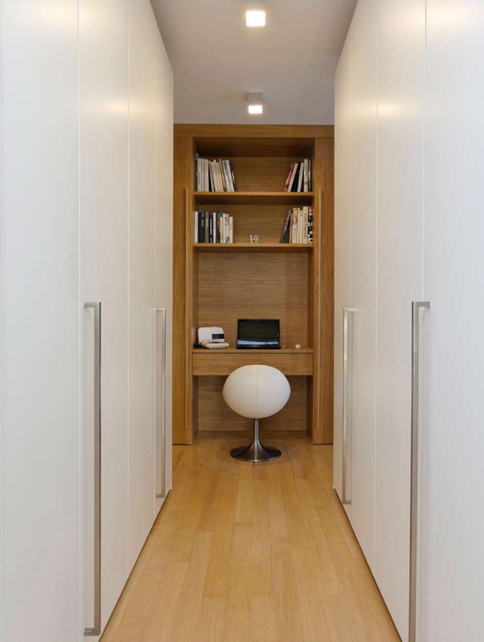 Angolo studio: Studio in stile in stile Moderno di ROBERTA DANISI ARCHITETTO