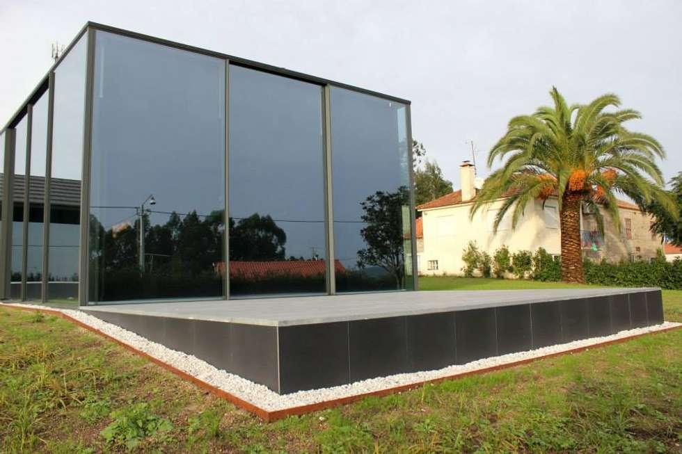 Quinta Barros, Vila Seca, Barcelos: Casas modernas por Alberto Craveiro, Arquitecto