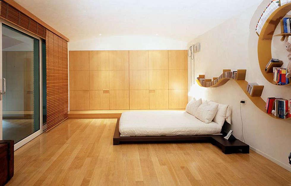 RESIDENZA PRIVATA: Camera da letto in stile in stile Minimalista di ARTEDIL ARREDAMENTI