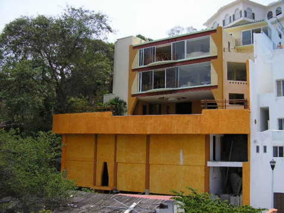 Vista total de la Casa: Casas de estilo topical por ARQUELIGE