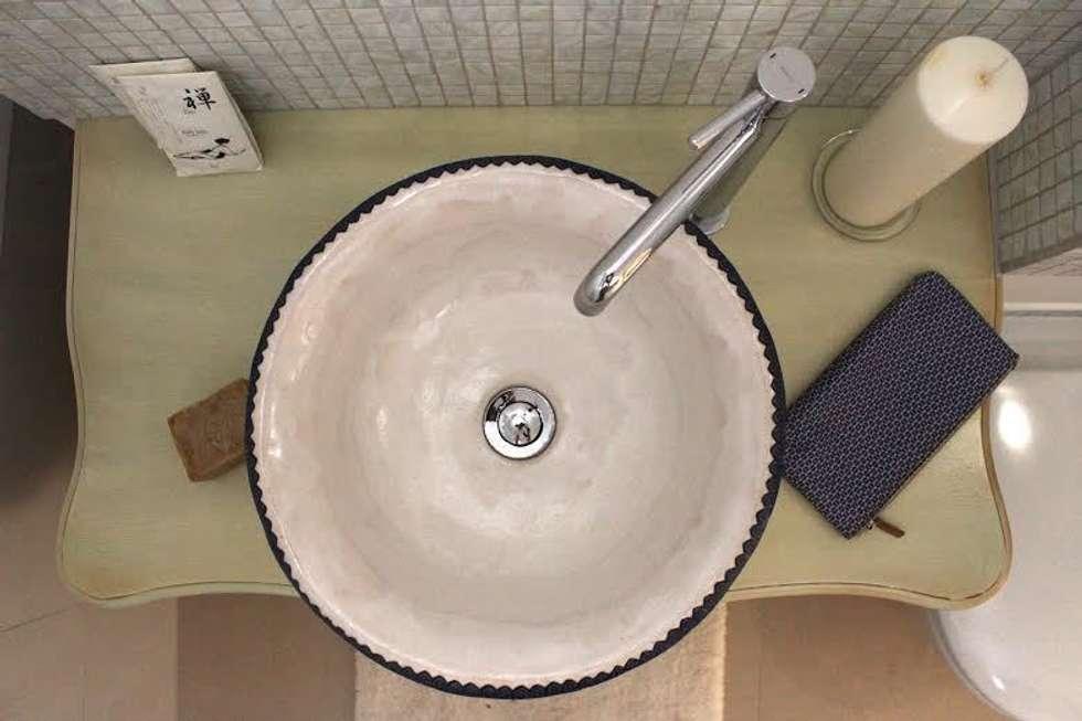 umywalka z koronką: styl , w kategorii Łazienka zaprojektowany przez dekornia