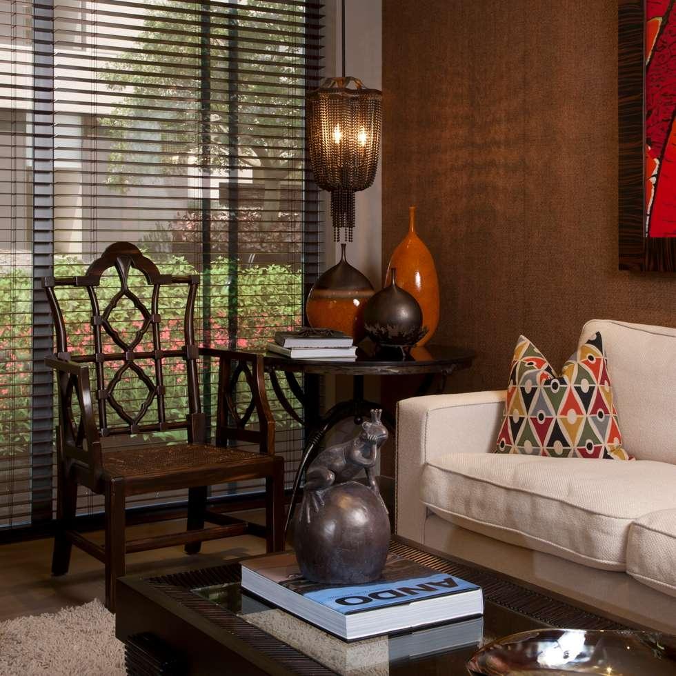 Sala : Salas de estilo clásico por UNUO Interiorismo