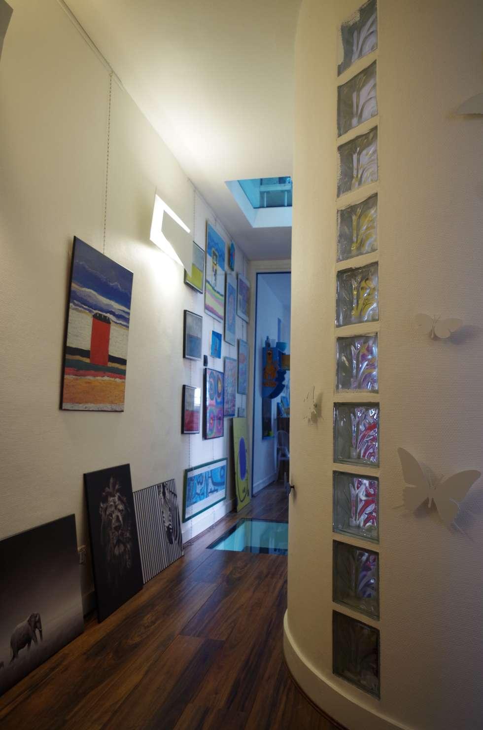 Couloir galerie: Couloir et hall d'entrée de style  par Christèle BRIER Architechniques