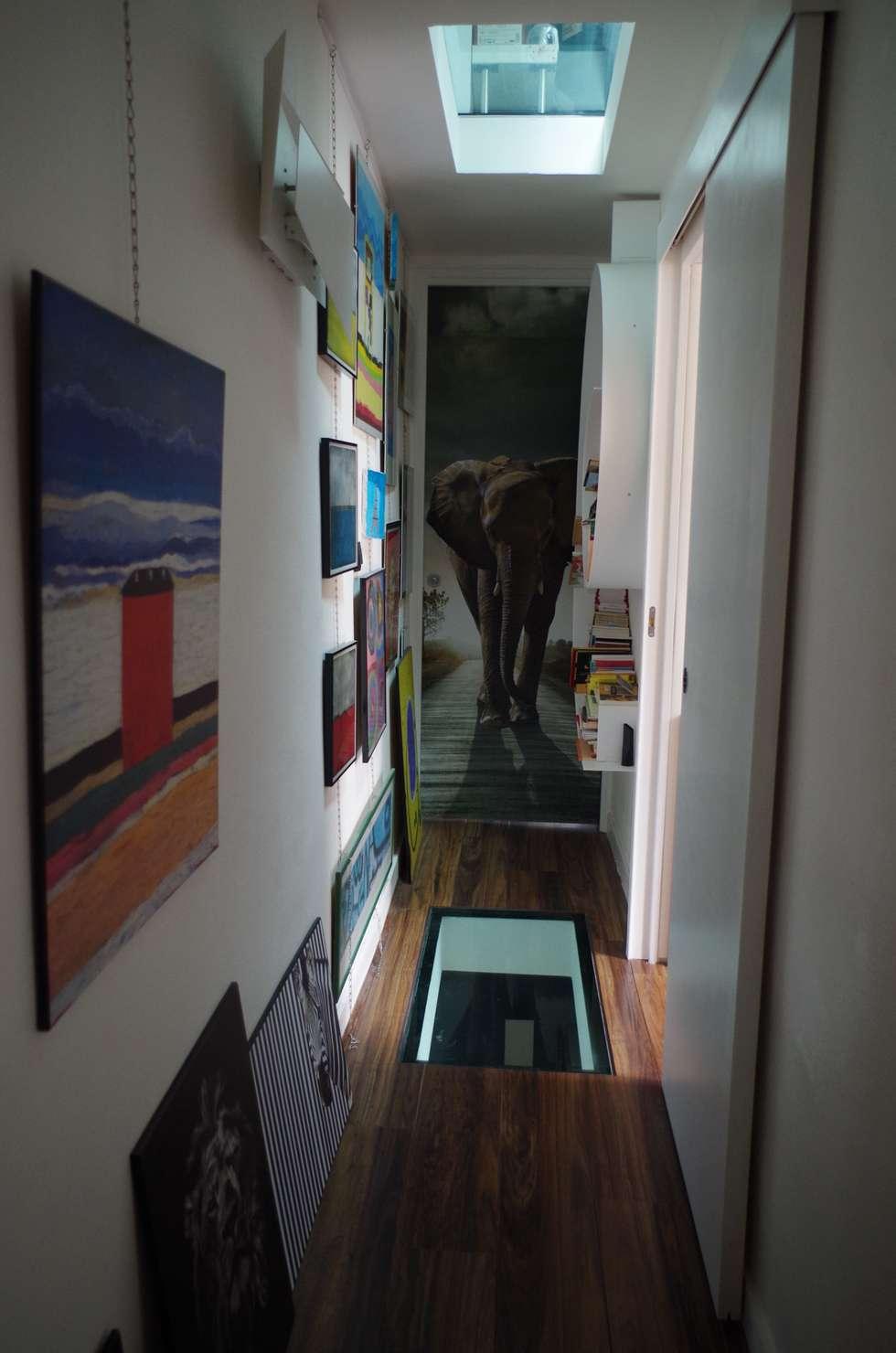 Perspective: Couloir et hall d'entrée de style  par Christèle BRIER Architechniques