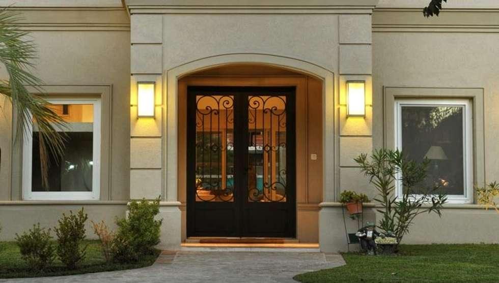 puerta de entrada de hierro forjado linea clasica casas de estilo clsico por del hierro